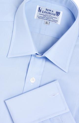 Button-Down skjortan räknas i grund och botten som ett fritidsplagg och har  därför flera fördelar (även om den kan användas i mer formella sammanhang). 93caa767bec82