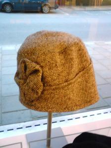 Troligt nästa köp till fru Mulliner, hösthatt i tweed