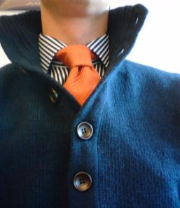 ... eller något mer flamboyant. En grov tweedkavaj med mockalappade armbågar skulle i mitt tycke passa bra som ytterplagg över den här varianten.