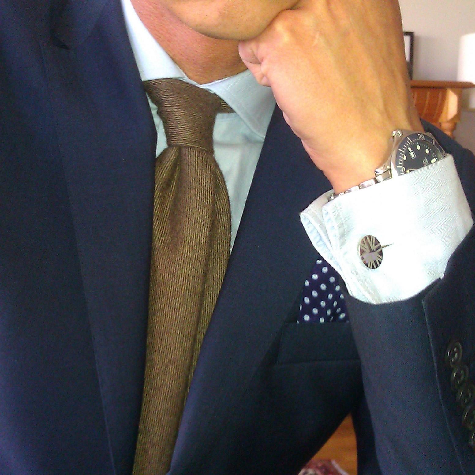 Att gå klädd i kostym regelbundet 4be1dc7b9ee3e